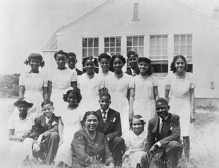 Black and white picture of the 1946 graduating class of the Vienna Colored School.